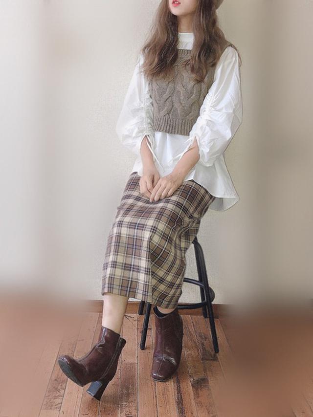 画像: 【RETRO GIRL】ケーブルベストSet¥4,290(税込)【GU】チェックナロースカート¥2,189(税込)【Vivian】シークレットサイドゴアショートブーツ¥4,378(税込)