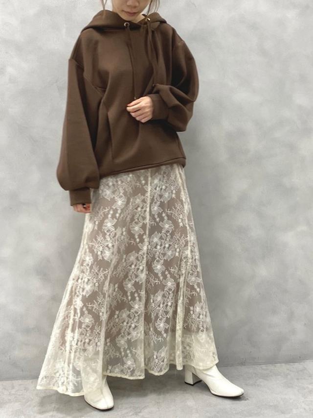 画像: 【natural couture】パーカー¥4,290(税込)レーススカート¥4,950(税込)【参考商品】ブーツ 出典:WEAR