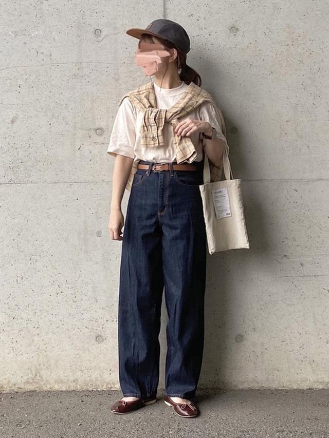 画像: 【GU】フランネルオーバーサイズチェックシャツ ¥2,189(税込) デニムパンツ平均価格 ¥2,000~¥3,000 【ユニクロ】クルーネックT ¥1,100(税込) 【SESTO】フラットバレエシューズ ¥2,999(税込)