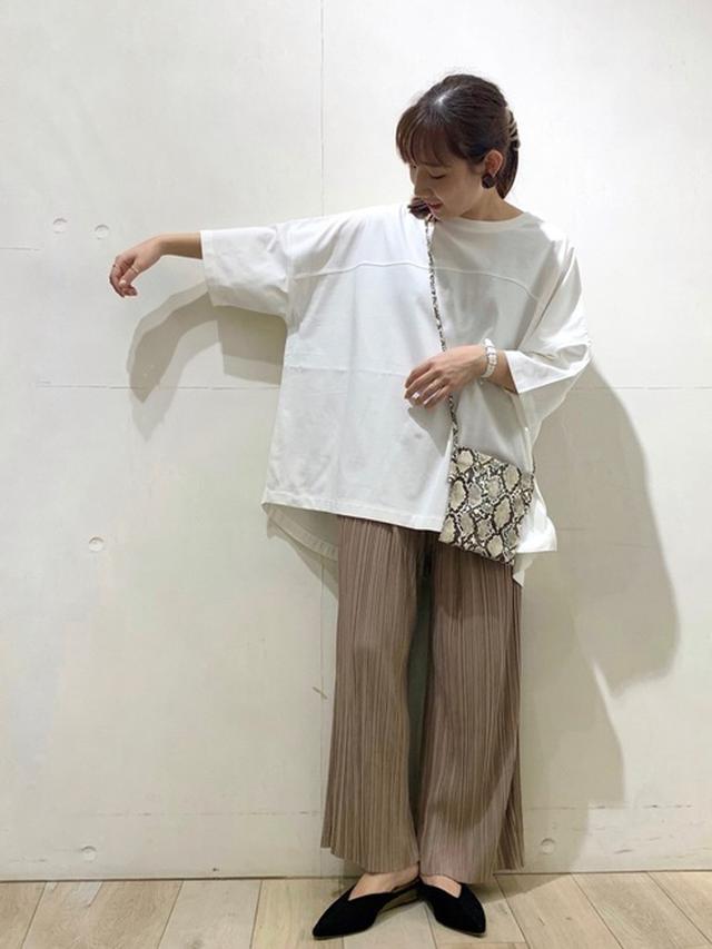 画像: 【LEPSIM】Tシャツ¥3,190(税込)パンツ¥4,950(税込)バッグ¥2,750(税込)シューズ¥4,290(税込) 出典:WEAR