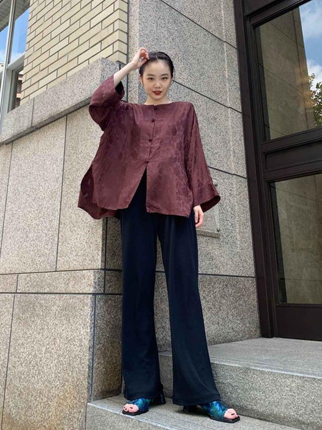 画像: 【Kastane】チャイナジャガードシャツ¥6,490(税込)【Kastane】ハイツイストリラックスジャージーパンツ¥5,390(税込)