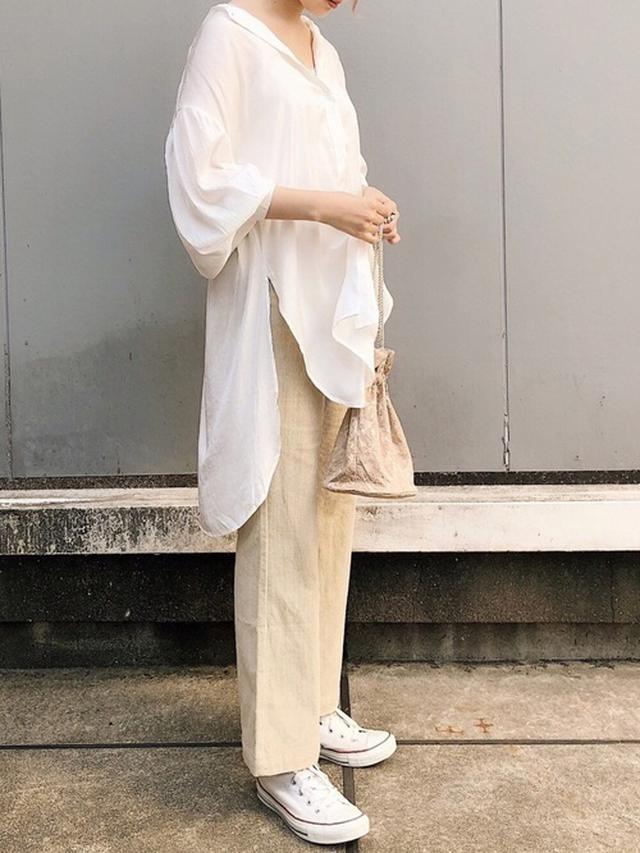 画像: 【Crisp】シャツ¥6,050(税込)パンツ¥6,490(税込)【RETRO GIRL】バッグ平均価格¥3,000~【CONVERSE】スニーカー平均価格¥4,000~ WEAR