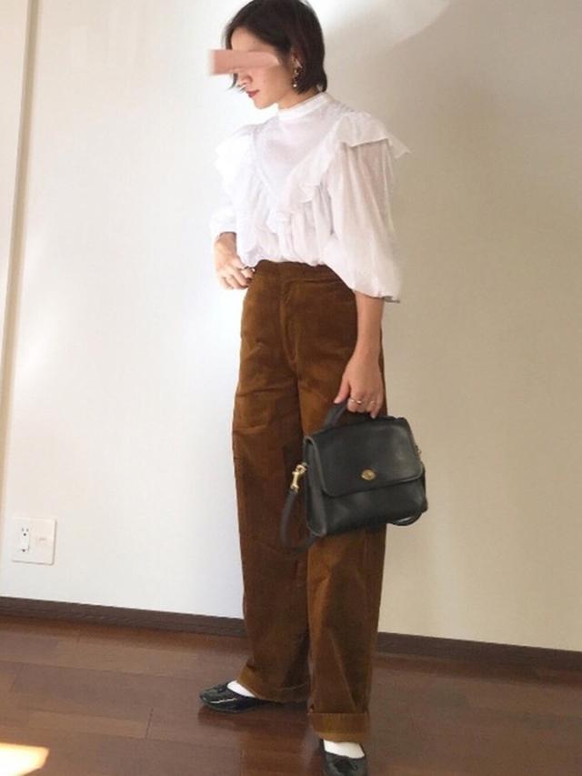 画像: 【ZARA】ブラウス平均価格¥3,000~【UNIQLO】パンツ平均価格¥2,000~【COACH】バッグ平均価格¥60,000~ 出典:WEAR