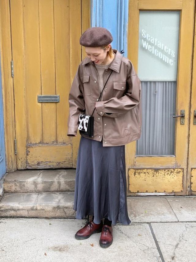 画像: 【PAGEBOY】ブルゾン¥8,690(税込)【ZARA】ニット平均価格¥3,000~【GLOBAL WORK】ベレー帽¥2,750(税込)【GLOBAL WORK】スカート平均価格¥3,000~【Dr.Martens】シューズ¥24,200(税込) 出典:WEAR