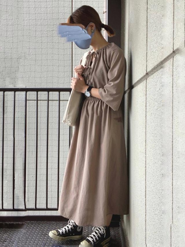 画像: 【GU】ワンピース¥3,289(税込)【CONVERSE】スニーカー¥4,950(税込)