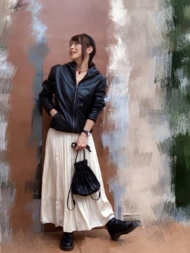 画像: 【DETAILS】Leather Hood Riders3万9600円 【Aunt Marie's】スカート6050円 【Dr.Martens】8-EYE BOOT2万6400円