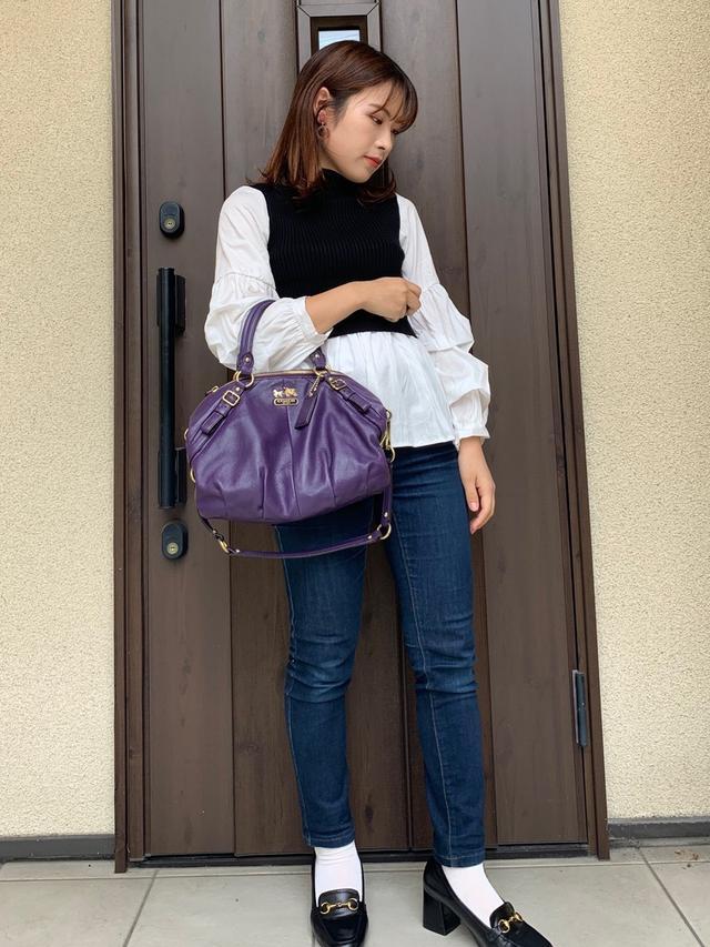 画像: 【fifth】トップス¥4,279(税込)【GU】パンツ平均価格¥1,500〜3,000(税込)【ORiental TRaffic】ローファー平均価格¥5,000〜8,000(税込)