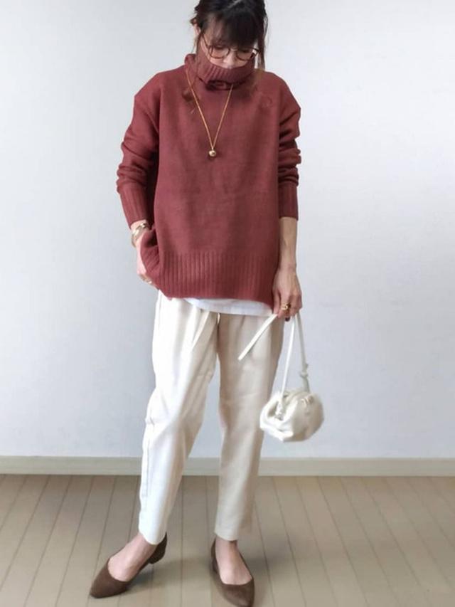 画像: 【Pierrot】バックスリットタートルオーバーニット¥2,990(税込)【minia】ブロックヒールポインテッドパンプス¥4,950(税込)