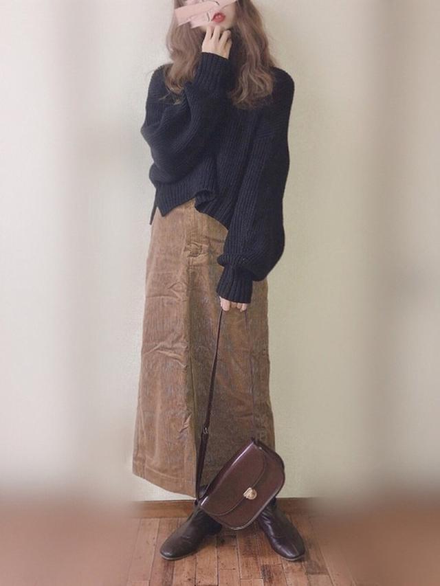 画像: 【titivate】ボリュームニット ¥5,489(税込) 【GLOBAL WORK】コーデュロイタイトスカート ¥4,950(税込) 【Vivian】スクエアトゥローヒールストレッチミドルブーツ ¥3,960(税込)