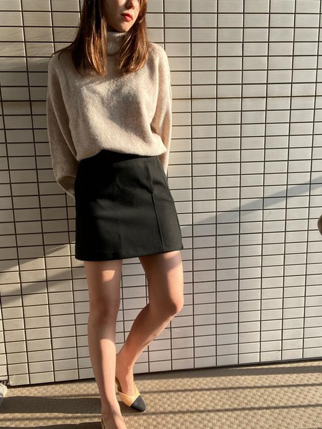 画像: 【ZARA】ミニスカート¥4,590(税込)【H&M】セーター¥3,999(税込) 出典:WEAR