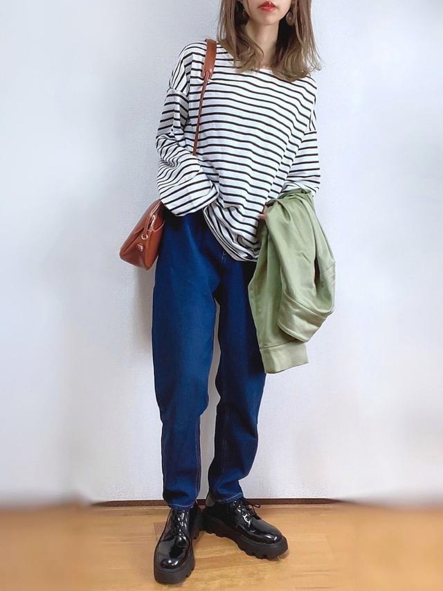画像: 【DHOLIC】Tシャツ¥1,485(税込) 【LOWRYS FARM】ジャケット¥6,050(税込)【ap retro】 デニムパンツ¥2,995(税込) 出典:WEAR
