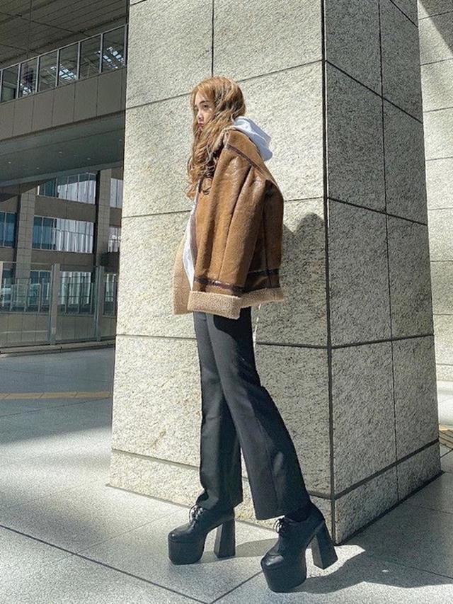 画像: 【EMODA】ワイドアームフェイクムートンブルゾン ¥15,991(税込) 出典:WEAR