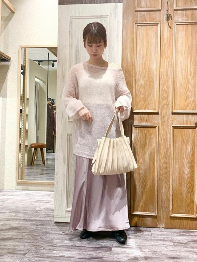 画像: 【mysty woman】サテンバイヤススカート ¥6,490(税込) 出典:WEAR