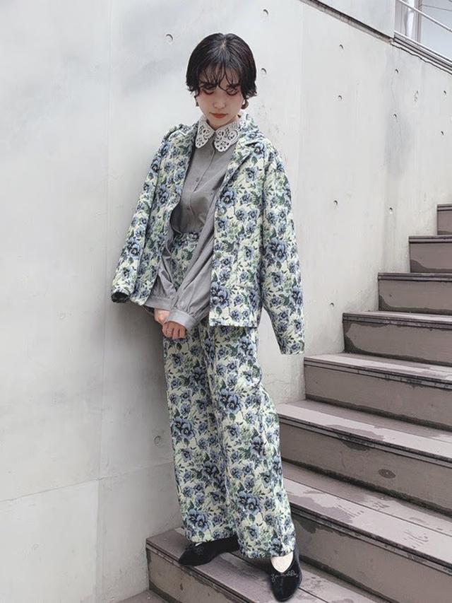 画像: 【merry jenny】flower gardenジャガードパンツ ¥9,350(税込)、 flower gardenジャガードジャケット ¥14,300(税込) 出典:WEAR