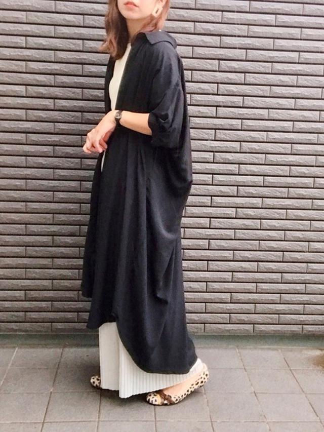 画像: 【しまむら】シャツワンピース平均価格¥1,900~【w closet】プリーツパンツ¥2,695(税込)【CASIO】LQ142E1A¥4,180(税込)