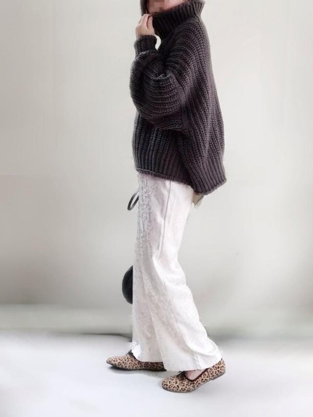 画像: 【H&M】リブニットハイネックセーター ¥2,999(税込) 【Ambre Neige】ジャガードパンツ ¥3,595(税込) 【SVEC】甲深バレエシューズ ¥2,178(税込) 【studio CLIP】BIGベレー ¥2,860(税込) 出典:WEAR