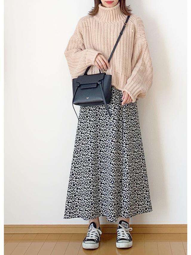 画像: 【H&M】リブニットハイネックセーター ¥2,999(税込) 【GU】スカート平均価格 ¥2,000~ 【CONVERSE】ALL STAR OX ¥6,380(税込) 出典:WEAR