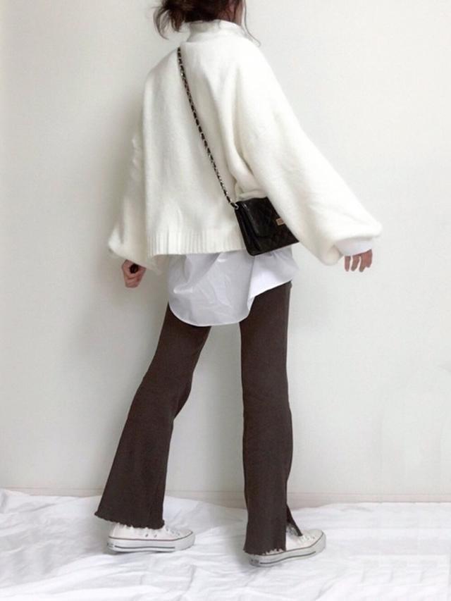 画像: 【CORNERS】もちもちBIGオフタートルネックプルオーバー ¥4,950(税込) 【H&M】シャツ平均価格 ¥2,500~ 出典:WEAR