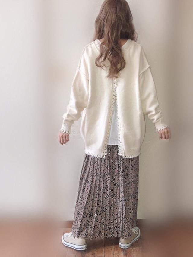 画像: 【Neuna】ニット¥4,950(税込)【coca】スカート¥2,189(税込)【CONVERSE】スニーカー¥6,600(税込)