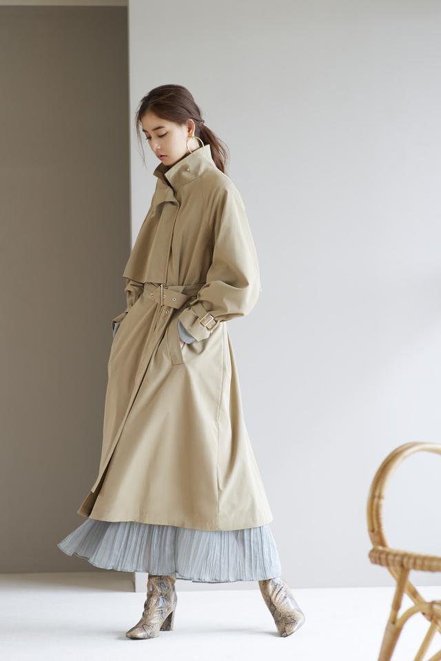 画像: Coat/16,000(税抜)   Dress/14,500(税抜)Earrings/3,800(税抜)Shoes/15,000(税抜)