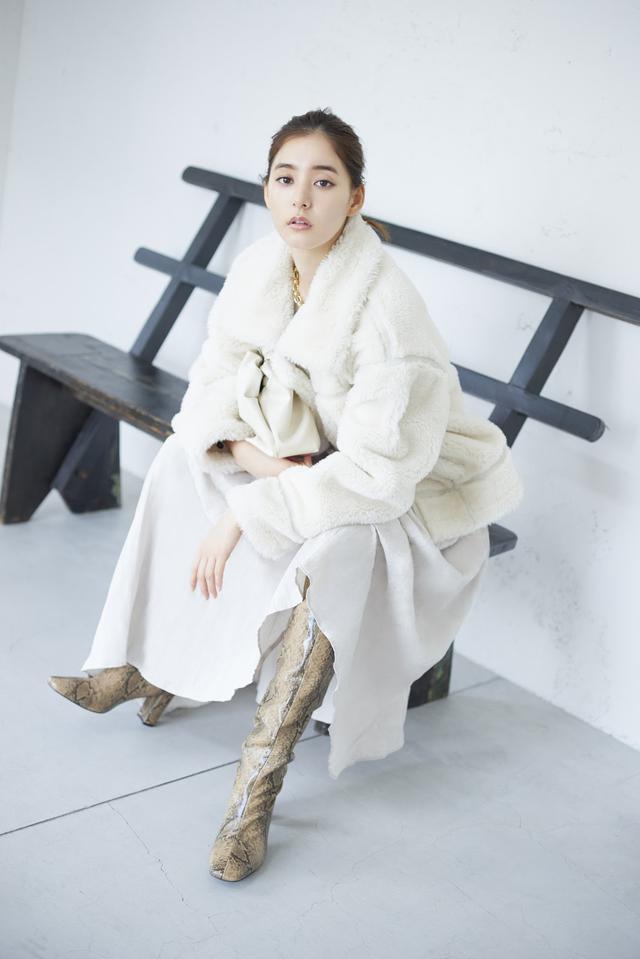 画像: Jacket/24,500(税抜) Knit/7,200(税抜) Skirt/12,600(税抜)Necklace/7,200(税抜) Shoes/15,000(税抜)