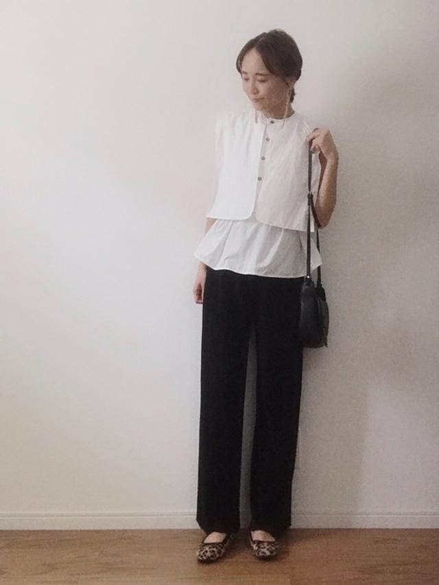 画像: 【HOWDY.】シャツ平均価格¥5,000~【楽天】パンツ平均価格¥2,000~【ヒラキ】バレエシューズ¥499(税込) wear.jp