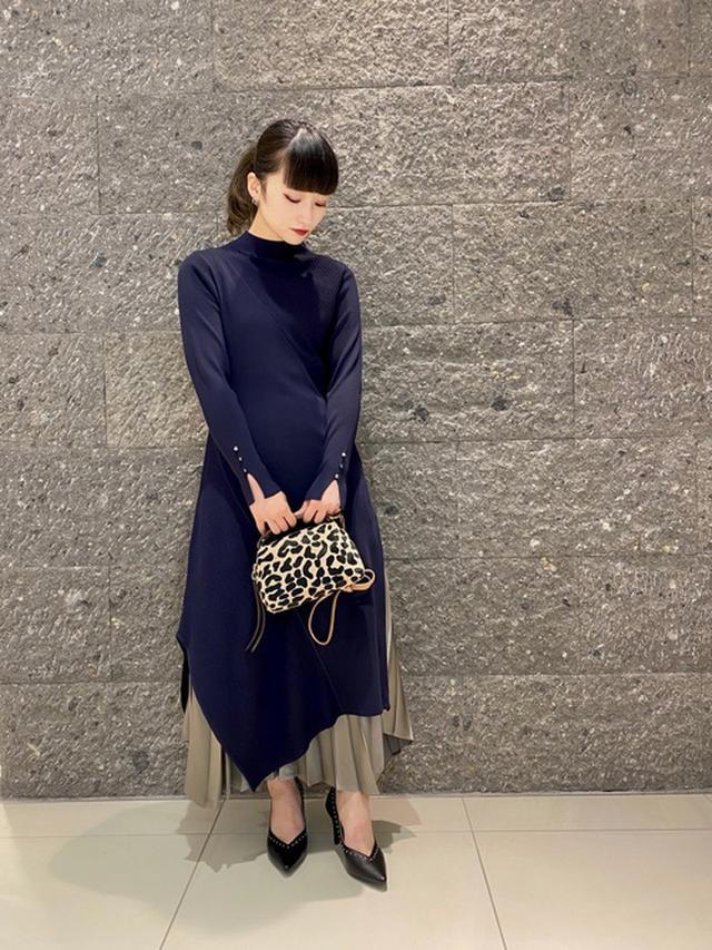 画像: 【LOVELESS】ニットワンピース¥7,700(税込)【LOVELESS】パンプス¥19,800(税込) wear.jp