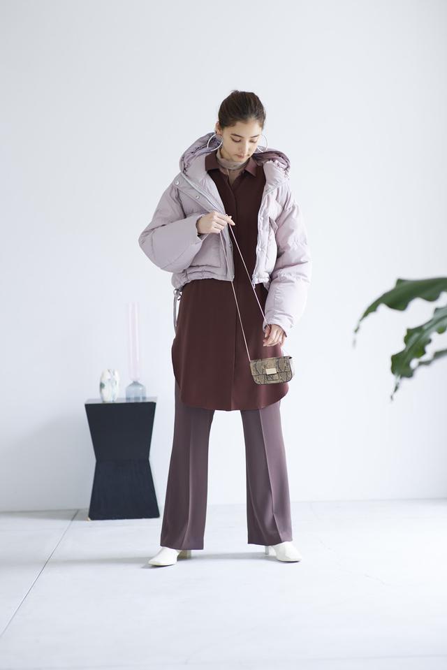 画像: Jacket/19,800(税抜) Knit/7,200(税抜) Shirt/13,200(税抜) Pants/9,800(税抜)Earring/3,800(税抜) Bag/6,800(税抜) Shoes/13,500(税抜)
