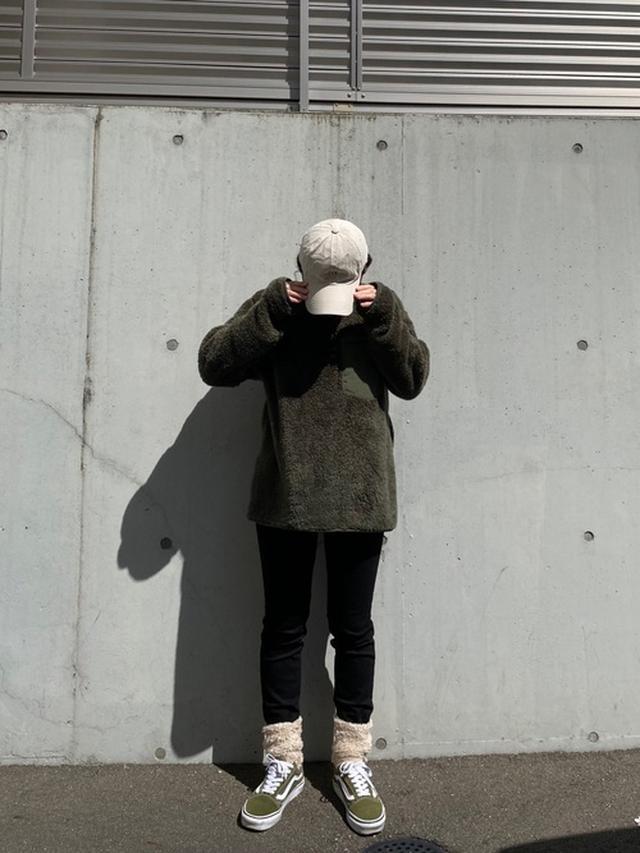 画像: 【UNIQLO】フリースプルオーバー¥2,189(税込)【VANS】スニーカー¥3,289(税込)【参考商品】パンツ 出典:WEAR