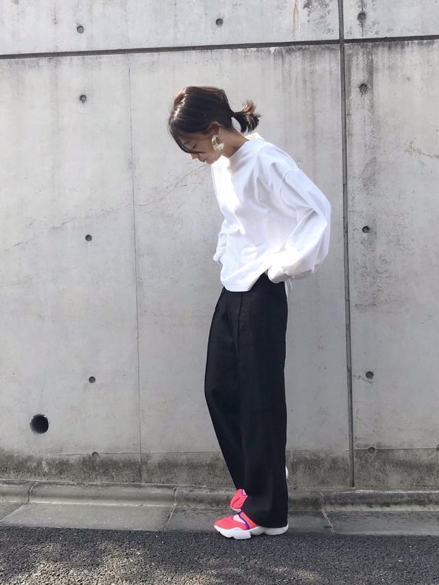 画像: 【HYKE】シャツ¥18,700(税込)【unscrum】パンツ平均価格¥15,000~【NIKE】スニーカー平均価格¥8,000~ 出典:WEAR