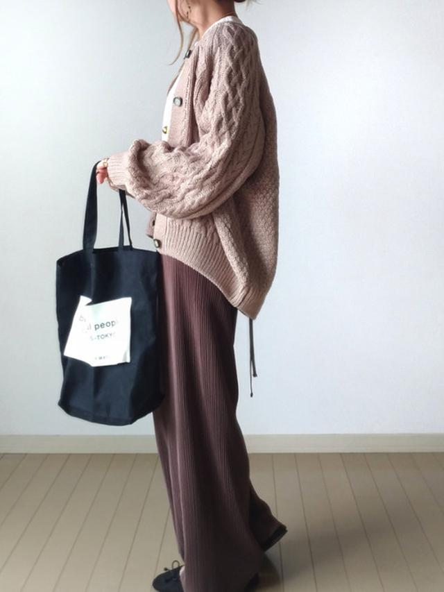 画像: 【GU】カーディガン¥2.739(税込)【Re:EDIT】オールインワン¥3,509(税込)【beautiful people】バッグ平均価格¥10,000〜【minia】¥3,035(税込) 出典:WEAR