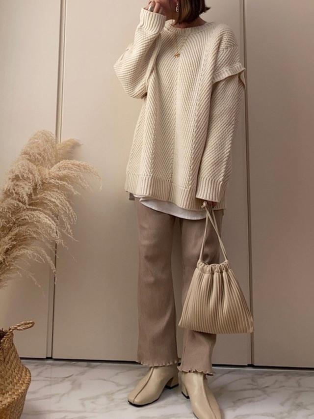 画像: 【Riberry】バックボタンニット¥4,950 (税込み)【w closet】リブパンツ¥4,290(税込み)【Aunt Marie's】スクエアトゥパイピングブーツ¥5,500(税込み) 出典:WEAR