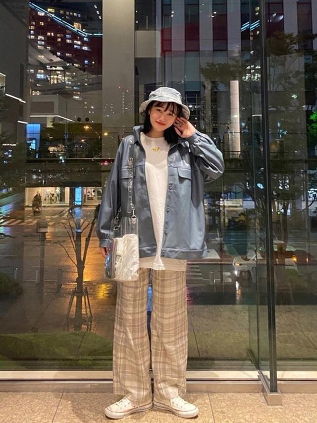 画像: 【2PINK】合皮ジャケット ¥2,970(税込) 【GU】パンツ平均価格 ¥2,000~ 【FRUIT OF THE LOOM】タイダイバケットハット ¥3,850(税込) 出典:WEAR