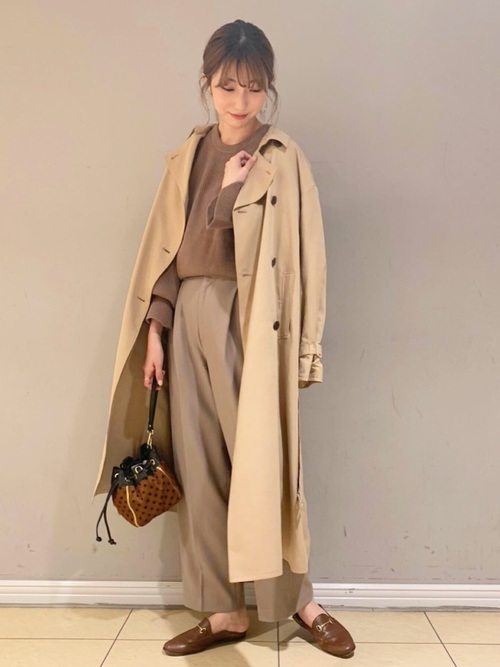 画像: 【BABYLONE】コート¥39,600(税込)【DESIGNERS REMIX】セーター平均価格¥30,000~【MICA&DEAL】パンツ¥18,700(税込) 出典:WEAR