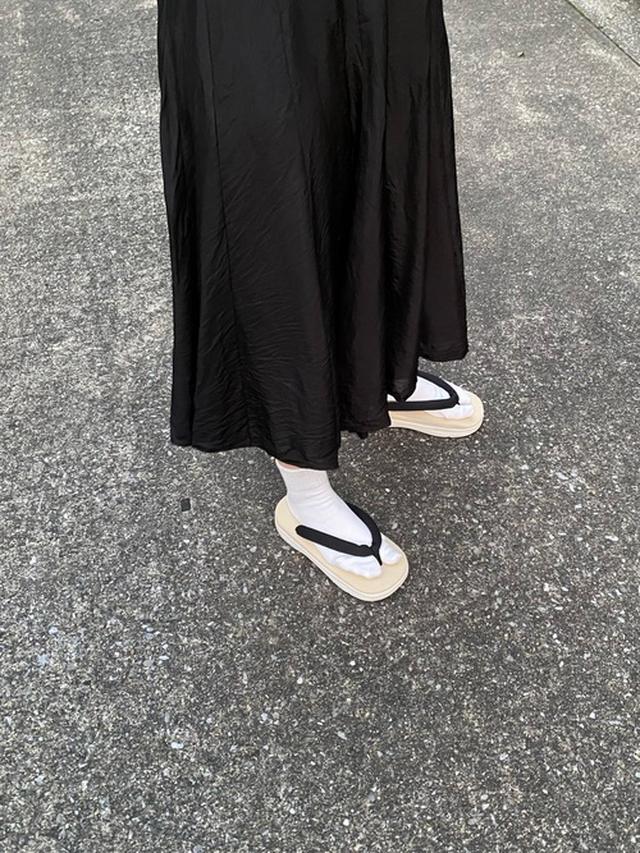 画像: 【参考商品】スカート¥5,000(税込)【無印良品】サンダル¥2,990(税込)ソックス¥240(税込) 出典:WEAR