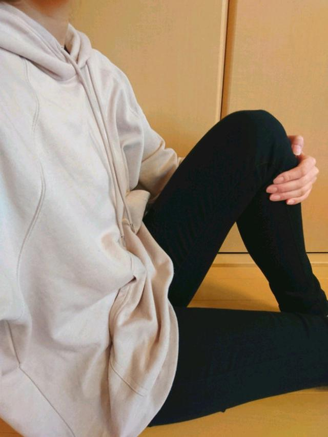 画像: 【H&M】レギュラーフィット スウェットパーカ ¥2,499(税込) 【ユニクロ】ウルトラストレッチジーンズ ¥4,389(税込) 出典:WEAR