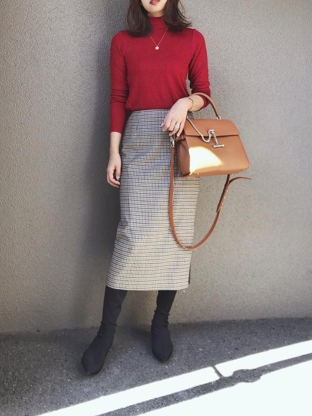 画像: 【INED】スカート ¥18,700(税込)【ユニクロ】カットソー ¥1,650(税込) 出典:WEAR