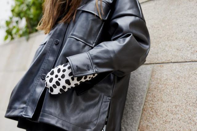 画像: Dalmatian Mittens S/M, L/XL ¥15,000(税抜)