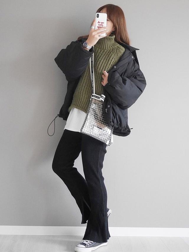 画像: 【Andemiu】スカート¥9,900(税込)ショルダーバッグ¥8,250(税込)ショートブーツ¥9,900(税込)トップス(セット)¥7,700(税込) 出典:WEAR
