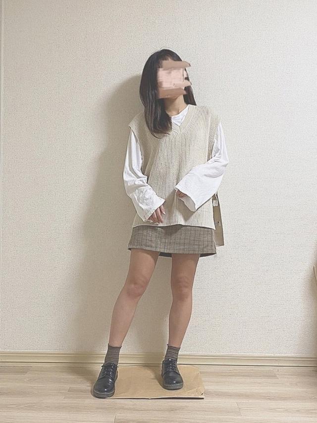 画像: 【GOGOSING】グレンチェックミニスカートパンツ¥2,135(税込)【gu】サイドリボンニットベスト¥1,639(税込) 出典:WEAR