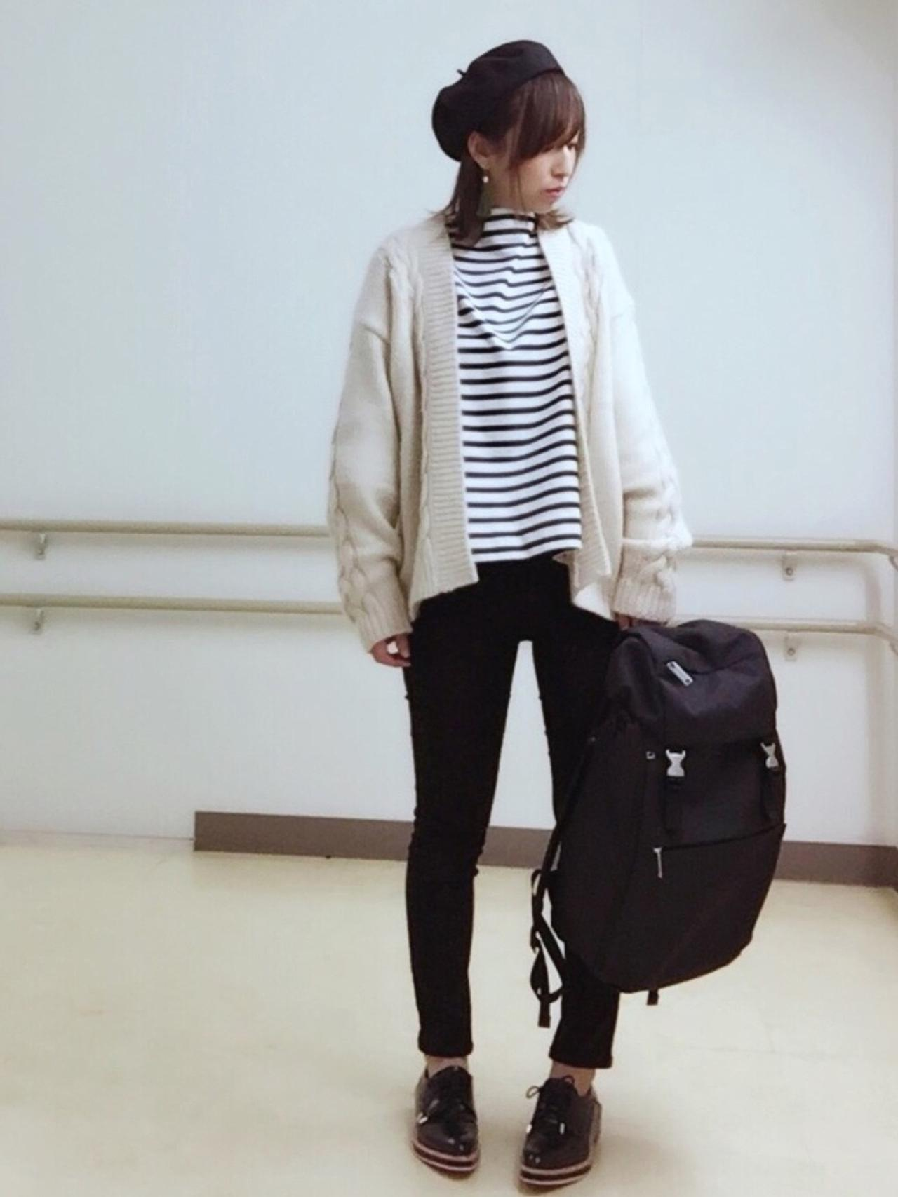 画像: 【marimekko】リュック¥25,300(税込)【studio CLIP】ベレー帽¥2,750(税込)【Mila Owen】カットソー¥5,720(税込) 出典:WEAR