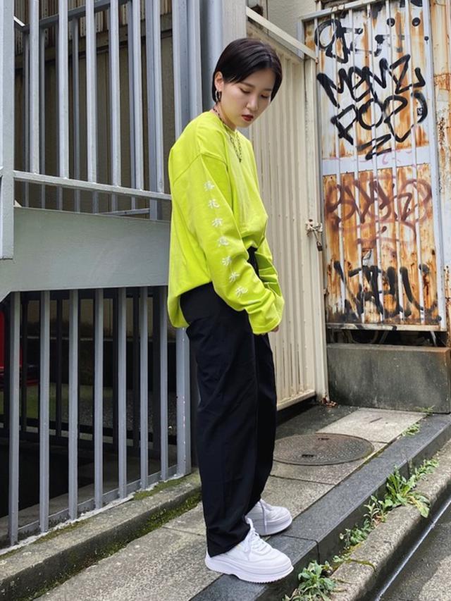 画像: 【PAGEBOY】シャツ¥3,960(税込)【PUMA】スニーカー¥13,200(税込) 出典:WEAR