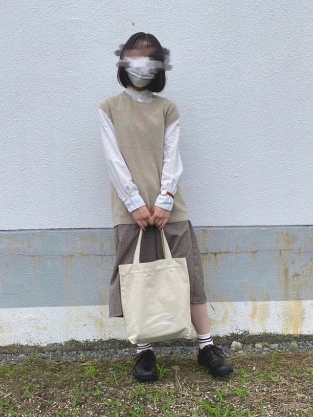 画像: 【UNIQLO】ニット¥2,189(税込)【earth music&ecology】シャツ¥2,189(税込) 出典:WEAR