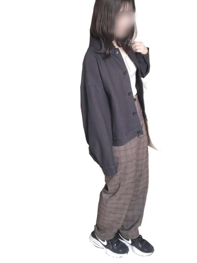 画像: 【UNIQLO】アウター¥3,289(税込)【RETOLO GIRL】タンクトップ¥1,430(税込)【NIKE】スニーカー¥8,800(税込) 出典:WEAR