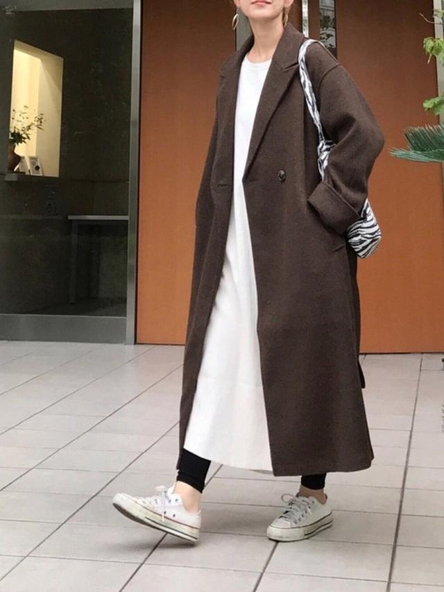 画像: 【ZARA】アニマルプリントバッグ ¥3,490(税込)【Ambre Neige】コート ¥7,995(税込)【URBAN RESEARCH DOORS】ワンピース ¥8,800(税込) 出典:WEAR