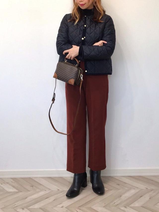 画像: 【GRL】ニット¥1,425(税込)【Traditional Weatherwear】ジャケット¥25,300(税込)【GeeRA】パンツ¥3,289(税込)【参考商品】ブーツ¥1,999(税込) 出典:WEAR