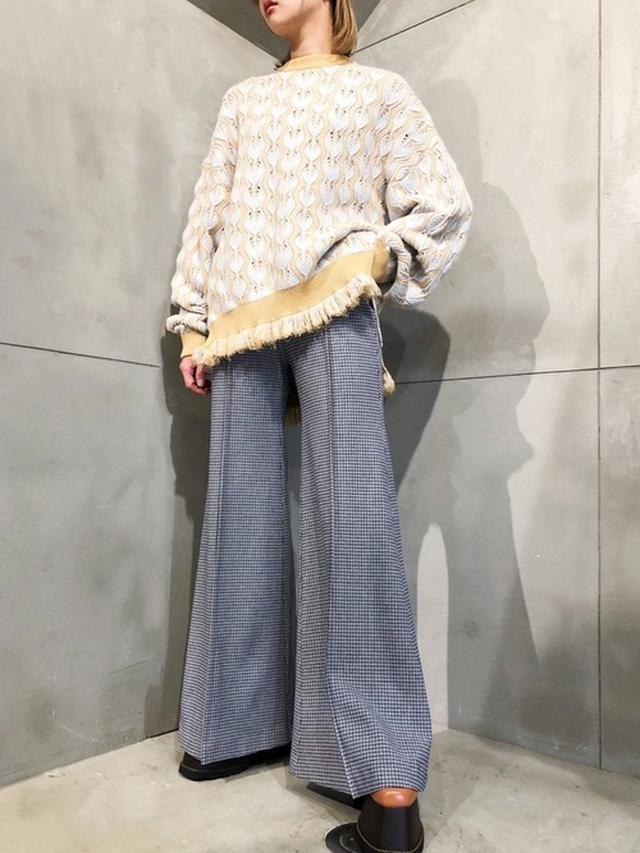 画像: 【PAMEO POSE】Feater Pattern Sweater¥27,500(税込み)Funny Bell ワイドパンツ¥39,600(税込み) 出典:WEAR