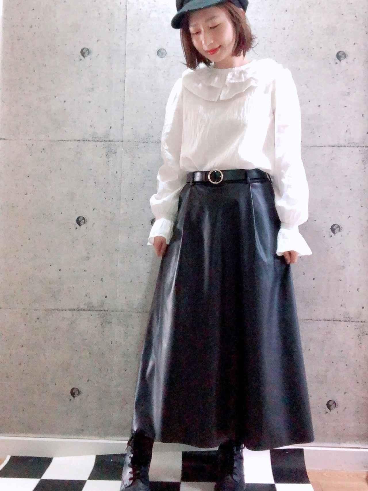 画像: 【GU】ブラウス¥2,189(税込)【参考商品】スカート 出典:WEAR