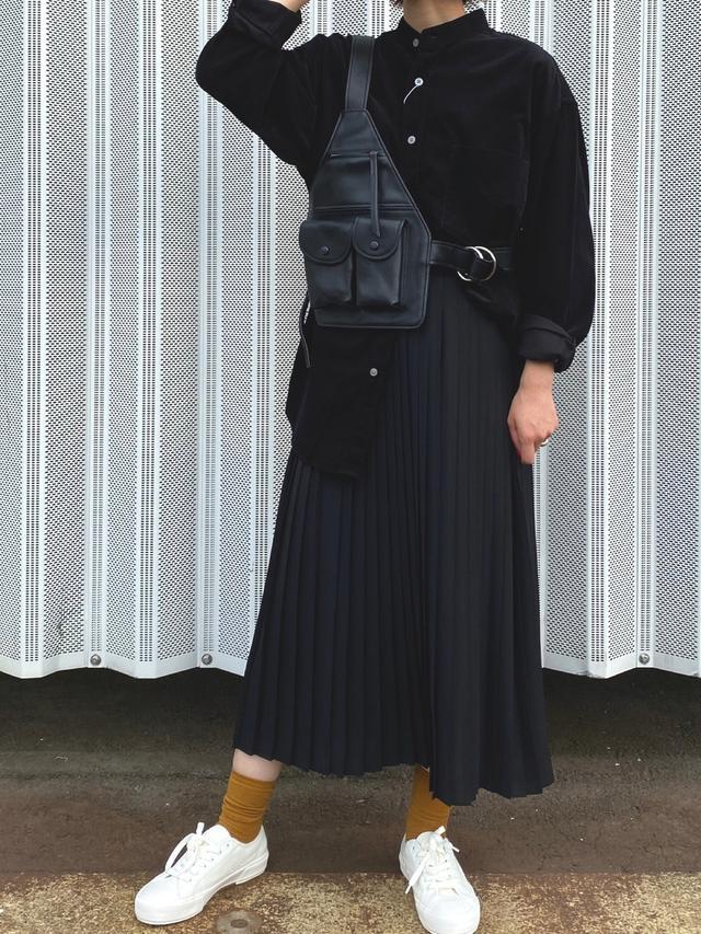 画像: 【UNIQLO】ブラウス平均価格¥3,000〜5,000(税込)スカート平均価格¥3,000〜5,000スニーカー平均価格¥2,000〜4,000 出典:WEAR