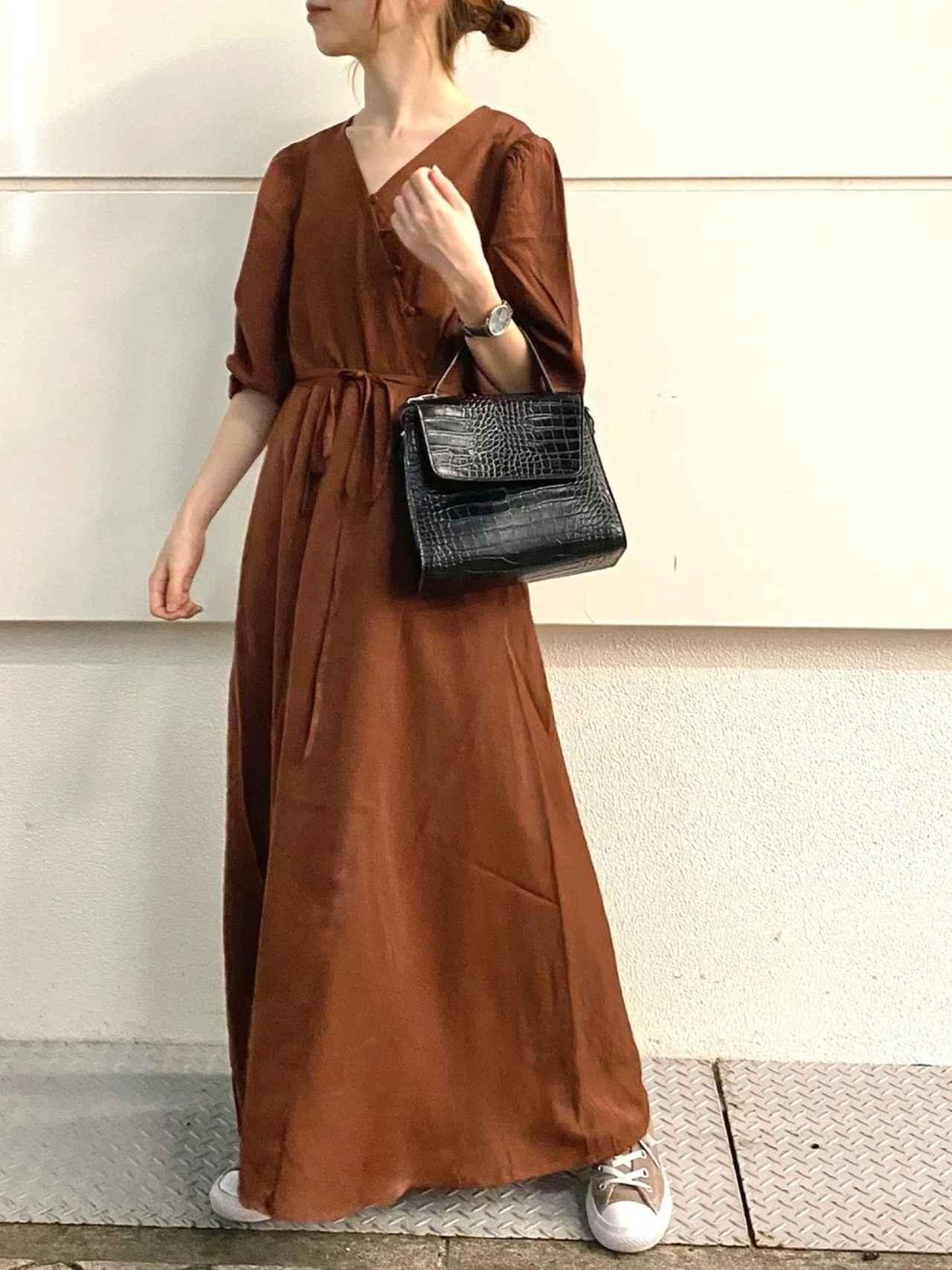 画像: 【natural couture】ワンピース¥4,290(税込)ショルダーバッグ¥4,290(税込) 出典:WEAR